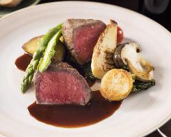 コースメインの肉料理。