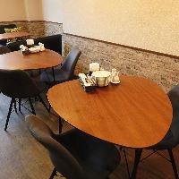 【店内】 木を基調とした上質な空間は特別な日のお食事に最適