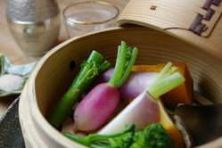 【蒸し野菜】 四季折々旬のこだわり野菜、本当の旨みをどうぞ。