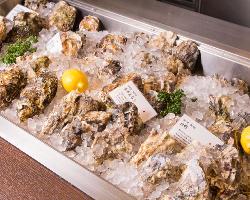 選べる楽しみ♪アイスベットにはその日届いた新鮮牡蠣が並びます