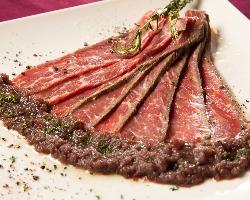 熟成ローストビーフ♪肉汁た~っぷりで旨みが溢れ出します!