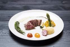 お肉や野菜の新鮮さにもこだわり、朝どれ野菜で彩りを添えます
