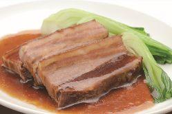 じっくり煮込んだ絶品の豚角煮など、料理長の渾身料理多数!