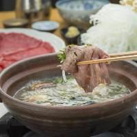 和牛赤身ロースをすっぽんスープにくぐらせる究極のしゃぶしゃぶ