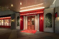 【エントランス】パリのブティックホテルのような門構え