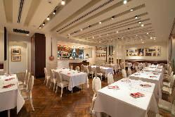 【レストラン】明るく上品な雰囲気の店内