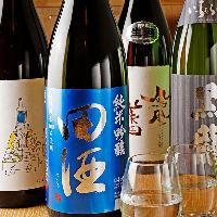 日本酒は季節替わりやレアものといった店主のこだわりが揃います