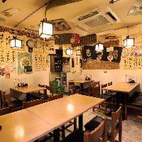 昭和をイメージした初めて訪れてもどこか懐かしい店内