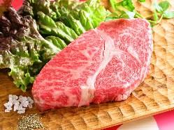 和牛肩ロースステーキ 旨み凝縮。お肉の醍醐味が味わえます。