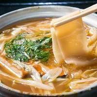 """群馬県の郷土料理""""おきりこみ""""が大人気。多彩な味をご用意。"""