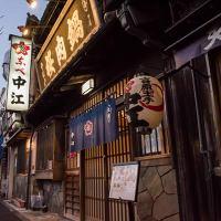 創業110年以上の古き良き日本の風情が残る趣のある外観が目印