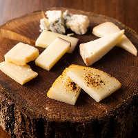 現地直送の稀少な生ハム&サラミやチーズを多数ラインナップ