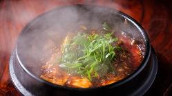 当店1番人気の石鍋で食べる熱々の麻婆豆腐