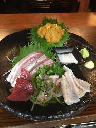 丸ごとうにのお造りと鮮魚のお造り盛り合わせ
