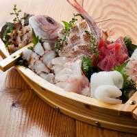 【見た目も好評】 新鮮魚介の桶盛りや船盛りは華やかで大人気
