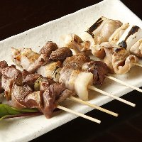 昭和の大衆居酒屋の代表格。昔ながらの串焼はクセになります。
