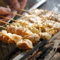炭火でしっくりと焼き上げる博多串焼きと野菜巻き串