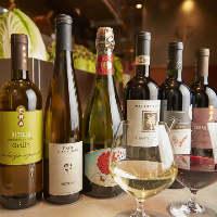 自然派ワインは11種。しゃぶしゃぶとのマリアージュを楽しんで