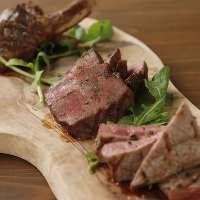 お任せ盛り等お肉はその日のお勧めをご用意しております!