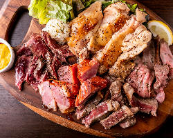 肉がうまい!自慢の肉プレート!