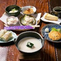 風味豊かな料理の数々。毎日出来たての豆腐・ゆばを味わえます。