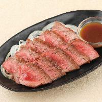 牛肉のガーリックステーキやタリアータも♪