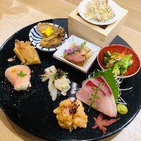 日本酒との相性にこだわった料理が多数。お酒を引き立てます