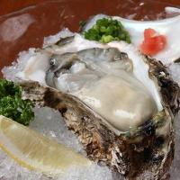 夏は岩牡蠣が旬な季節♪ 牡蠣を知り尽くした店主が提供!