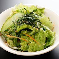 【あおぞらサラダ】 試行錯誤の末に生まれた名物サラダが人気!