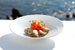新鮮魚介や湘南ポークなど、地元の食材を使用した極上フレンチ