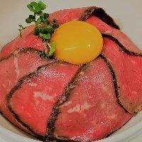「ローストビーフ丼」はがっつり食べたい肉好きな女子必見です!