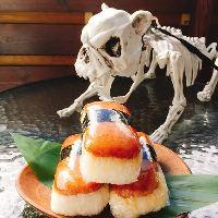 ハワイの定番メニューの他、スパムむすびなど軽食もご用意。