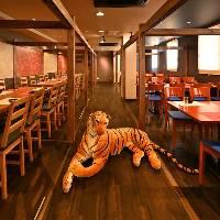 【虎が彩る温かな空間】 和モダンで統一された穏やかな個室完備
