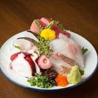 【鮮魚】 毎朝市場から直送で仕入れる魚介は新鮮そのもの