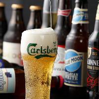 世界各国のクラフトビールを取り揃え!飲み比べて楽しむのも◎