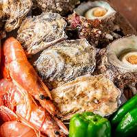 バーベキューでは豊洲市場の新鮮な魚介とこだわりの肉を味わえる
