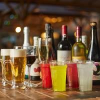 冷凍ジョッキにクリーミーな泡を乗せながら注ぐ、生ビールが人気