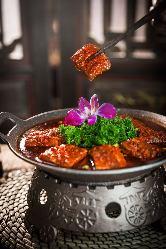 火鍋を中心に創作四川料理も多くご用意しております。