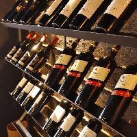 厳選ワインも取り揃え!餃子のペアリングも人気