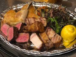 人気のテイクアウト!黒毛和牛、常陽豚、鶏モモ肉盛りセット
