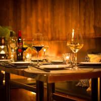 デートや仕事帰りに最適なモダンな雰囲気のカウンター席も完備!