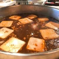 旨味と愛を毎日つぎ足して煮込んだ「肉豆腐」