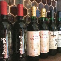 ワインの種類も豊富に揃います。野菜串と合わせて。