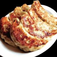 【焼き大餃子】 餡にこだわるボリューミーな餃子は人気の逸品
