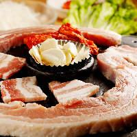 食べ放題サムギョプサルは肉汁溢れる極厚&カリッと香ばしい極薄