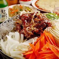 韓国鍋や焼肉、チーズタッカルビなど、本格韓国料理を味わえる