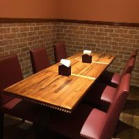 個室は食事付きオフサイト会議や接待にご利用いただけます。