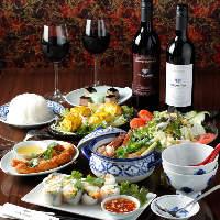 アジア各国の多彩な料理を堪能できるコースは3,000円(税抜)〜
