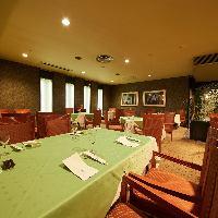 店内奥の半個室は、宴会、慶事、接待にお薦めです。