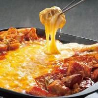 人気のとろーりチーズタッカルビが食べ放題♪コスパ最強◎
